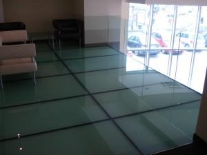 pardoseala-balustrada sticla